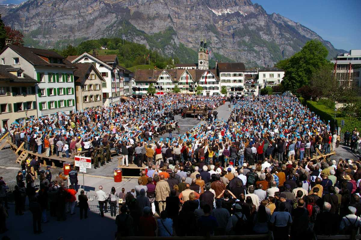 Un Landsgemeinde (în 2009) din cantonul Glarus